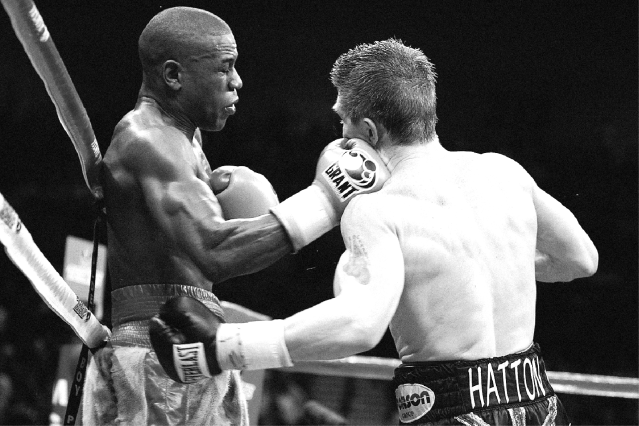 110111-shows-106-park-floyd-mayweather-biggest-knockouts-ricky-hatton.jpg